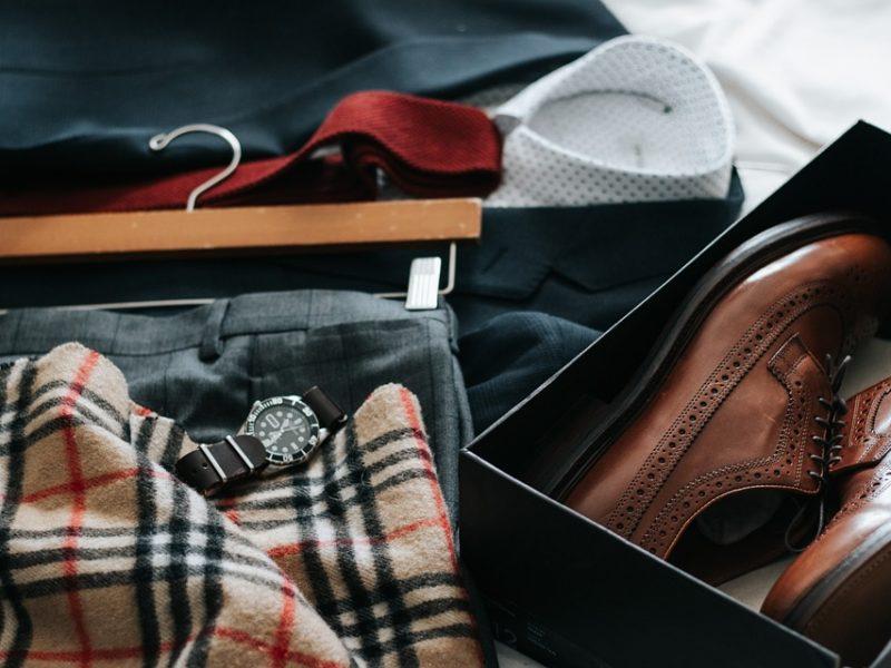 W co ubierają się modni mężczyźni?